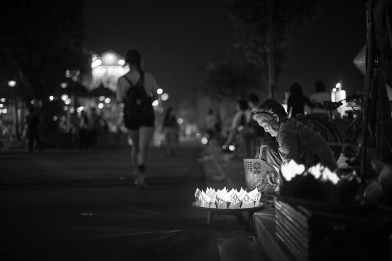 Floating lantern seller @ Hoi An