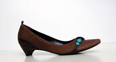 heel(0.0), outdoor shoe(0.0), textile(0.0), high-heeled footwear(0.0), maroon(0.0), limb(0.0), leg(0.0), ballet flat(0.0), human body(0.0), basic pump(1.0), brown(1.0), footwear(1.0), shoe(1.0), leather(1.0), tan(1.0),