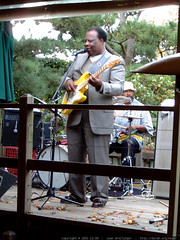 bill mcgee performing  @ karl strauss brewery   dscf…