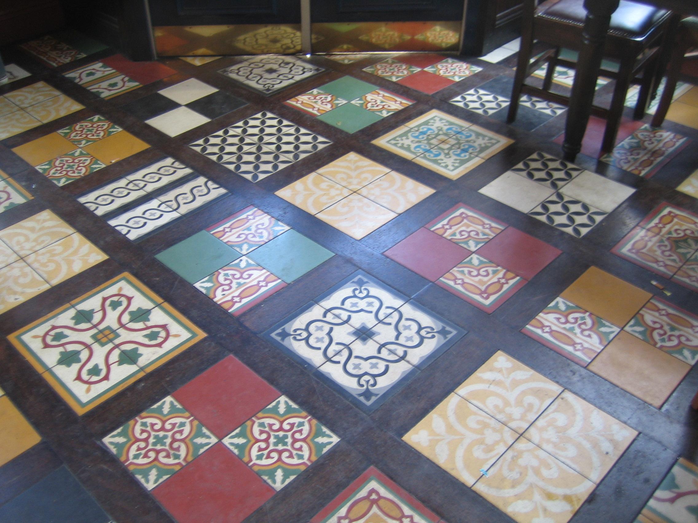 Kolorowe kuchenne kafelki podłogowe
