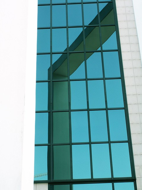 Lisboa - Lines on glass structure