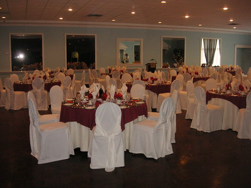 Decorating A Banquet Hall For A Wedding
