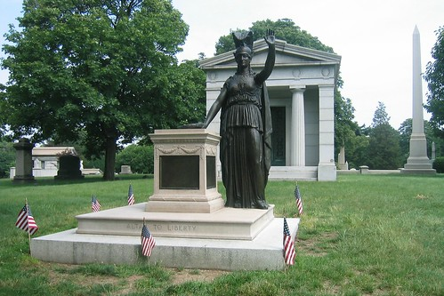 Brooklyn - Green-wood Cemetery: Minerva and the Altar to Liberty