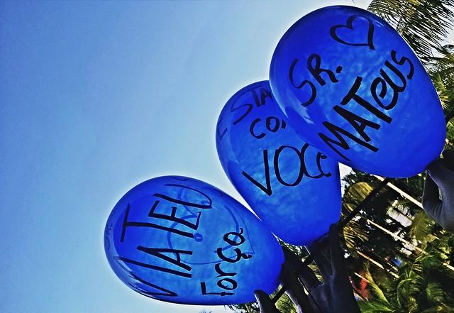 Hoje foi dia de comprar balões azuis