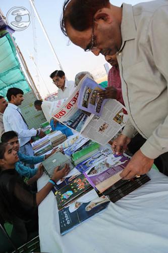 Devotees pickup Nirankari Publications