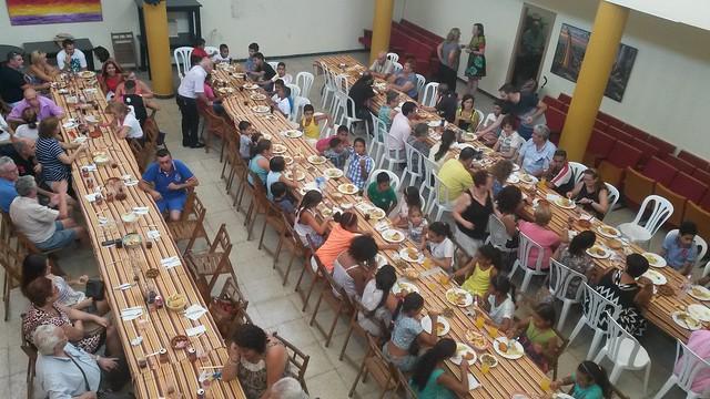 Almuerzo solidario con l@s niñ@s saharauis y las familias de la Asociación de Amistad con el Pueblo Saharaui de Dos Hermanas.