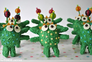 Monster rainbow cakes