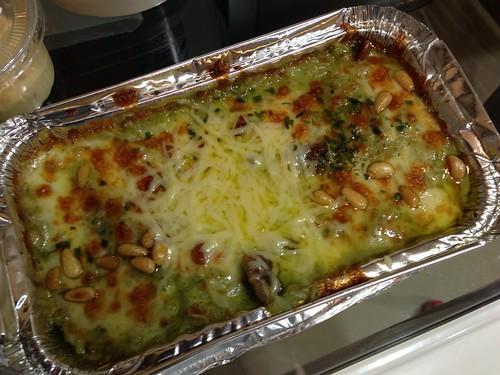 松子青醬雞肉焗烤飯 (NTD$200 + 一成服務費)@foodpanda空腹熊貓外送