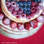 Украшение торта свежими ягодами