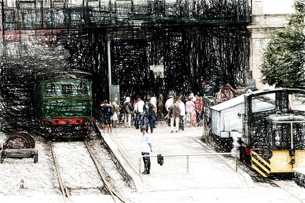 pasajeros al tren que la locomotora ya echa humos