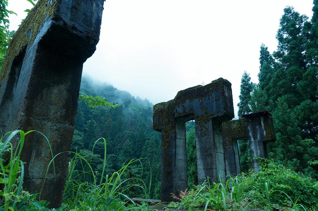 雨の廃鉱山2