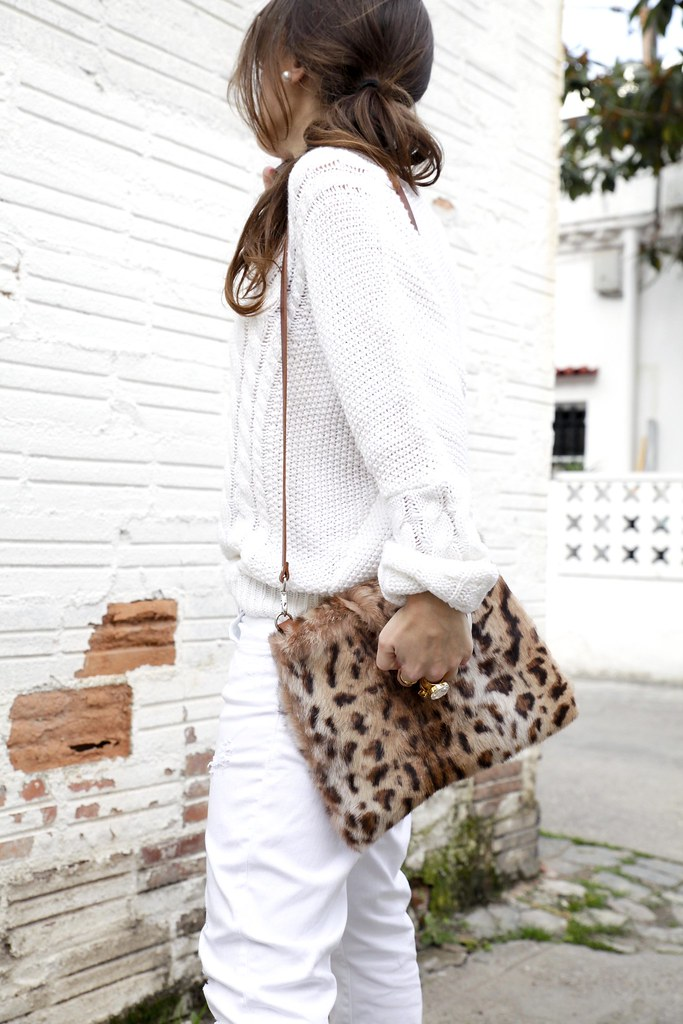 07_TOTAL_WHITE_OUTFIT_AND_LEO_LAURA_SANTOLARIA_THEGUESTGIRL_INFLUENCER_BARCELONA