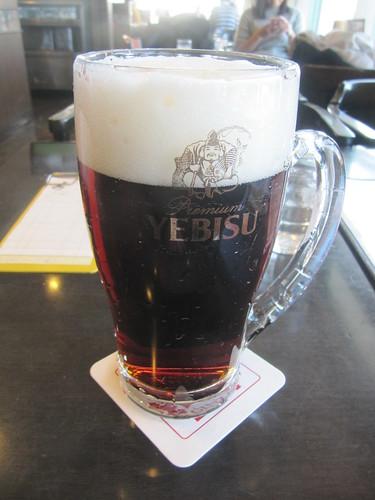 中山競馬場の銀座ライオンの黒ビール