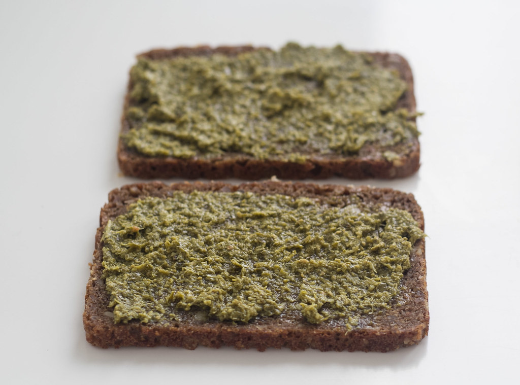 panini - Panini med rugbrød, avokado og mozzarella (1)
