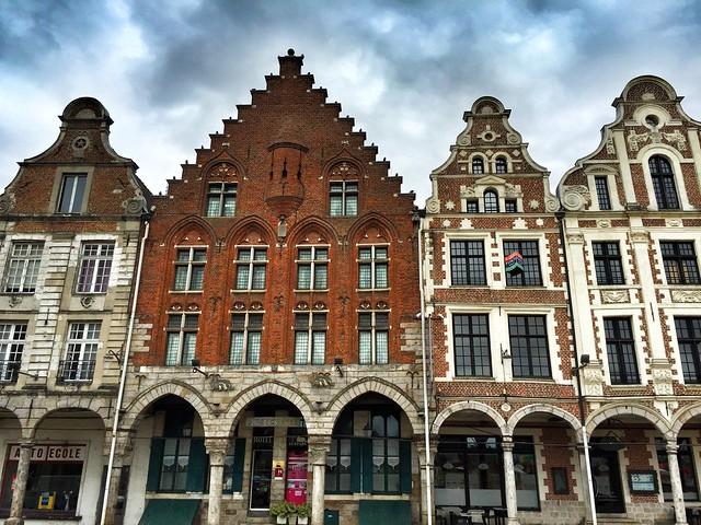 Fachadas típicas de Arras, de estilo barroco-flamenco
