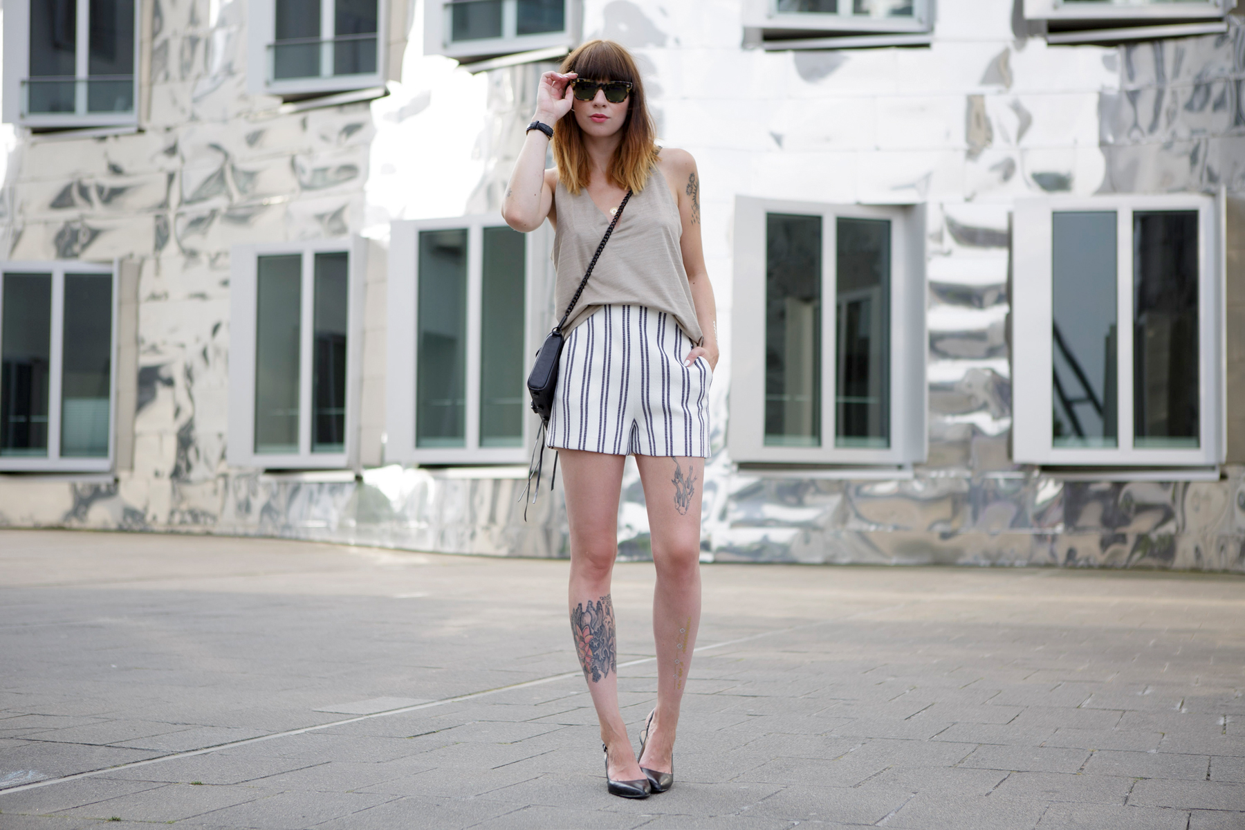 stiped shorts nude summer outfit styling düsseldorf blogger german girl rebecca minkoff shopbop ricarda schernus cats & dogs 3