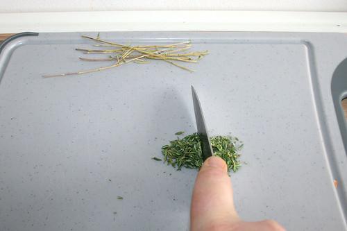 22 - Thymianblättchen hacken / Hackle thyme leafs