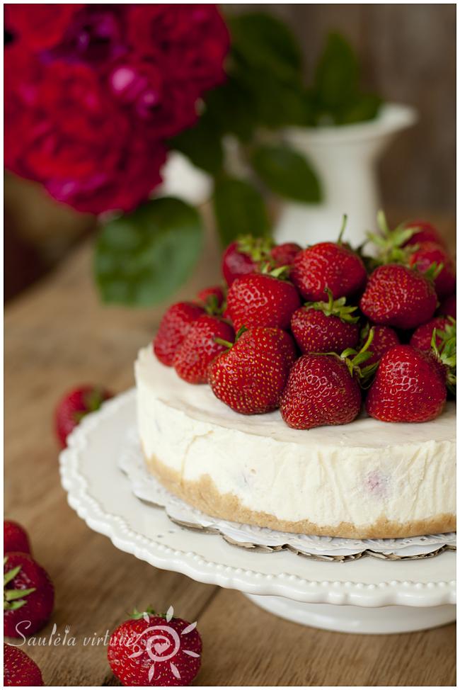 Nekeptas sūrio tortas su braškėmis (4)