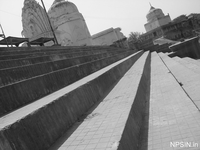 Stairs towards river Yamuna to take bath