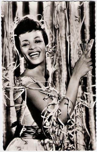 Olive Moorefield in Die Beine von Dolores (1957)