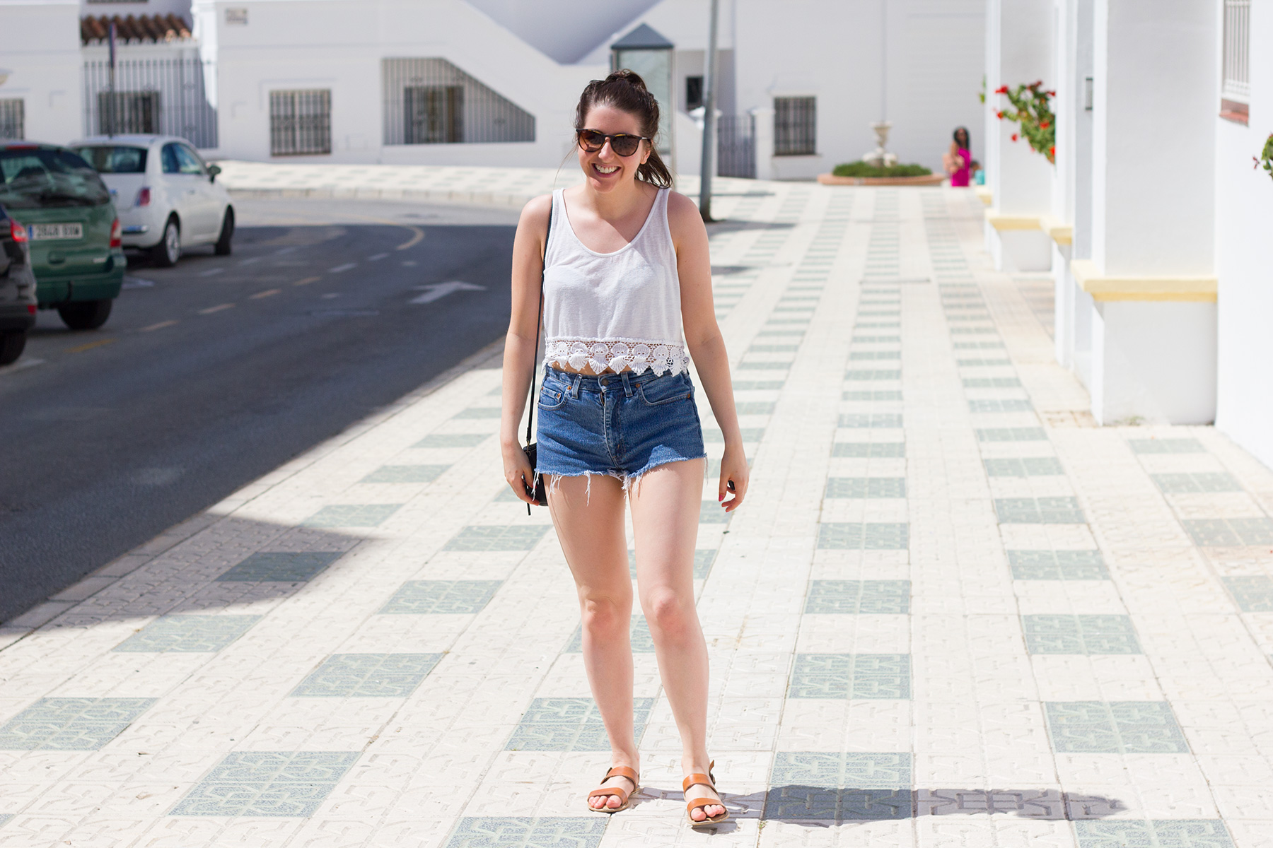 denim-shorts-summer-outfit