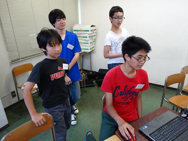 ファミリオ夏期中高プログラミング教室 発表しています