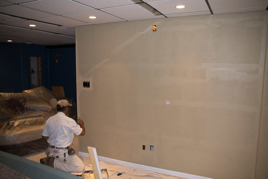 Painting the paintable wallpaper