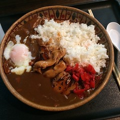 Teriyaki chicken and curry veg on rice at #Oiden @…