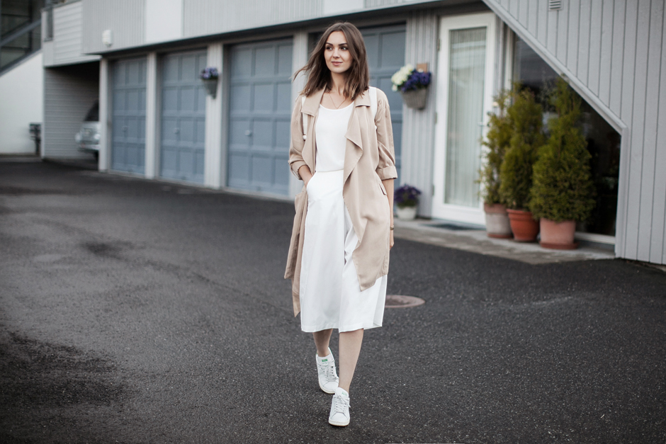 white-cullotes-duster-coat-outfit-street-style