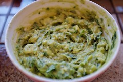 condiment, vegetarian food, dip, leaf vegetable, food, dish, guacamole, cuisine,