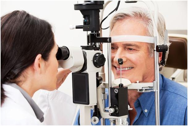 Khám mắt định kỳ để phát hiện sớm biến chứng võng mạc do đái tháo đường