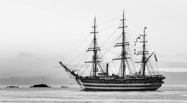 Entrée de l'Amerigo Vespucci en rade de Brest