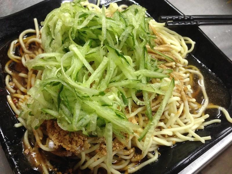 【宜蘭羅東美食小吃】夏天就是要吃涼麵,羅東夜市附近的深夜美食「羅東涼麵」。