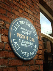 Photo of pissotière grey plaque
