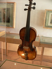 bowed string instrument, cuatro, string instrument, violin, viol, viola, violone, guitar, cello, string instrument,