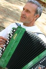 accordion(1.0), diatonic button accordion(1.0), folk instrument(1.0), button accordion(1.0), garmon(1.0),