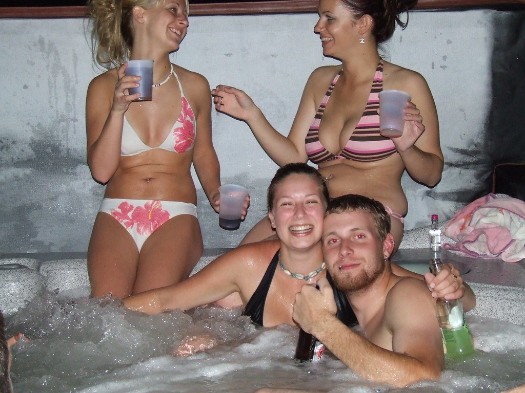 Bikini beer tub girls