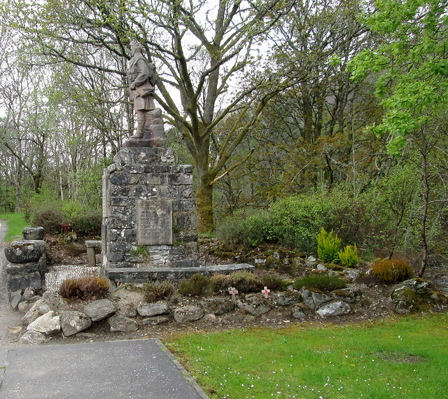 Killin War Memorial from town