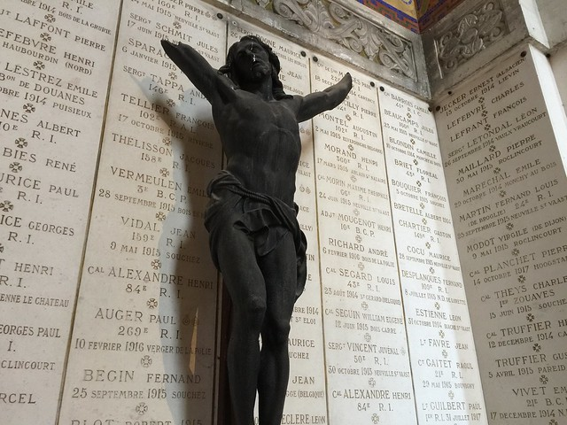 Cruzifijo quemado en la I Guerra Mundial que se encuentra en la Basílica de Notre Dame de Lorette (Norte de Francia)