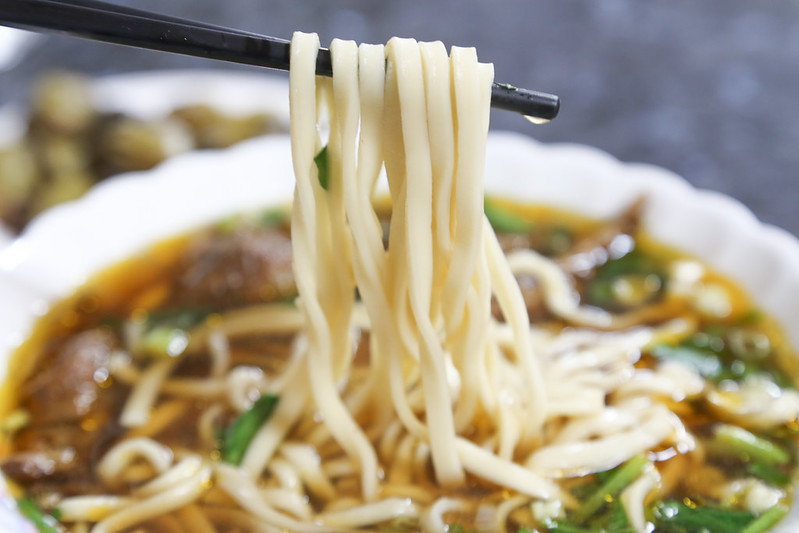 【宜蘭市美食小吃】總統也來吃過的牛肉麵老店,神農路上開了30年的「老周牛肉麵」。
