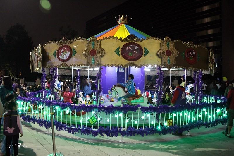 30779819483 22d3c9b672 b - 2016台中耶誕YA!耶誕嘉年華,市政廣場耶誕節系列活動,讓你白天與夜景一次看個夠