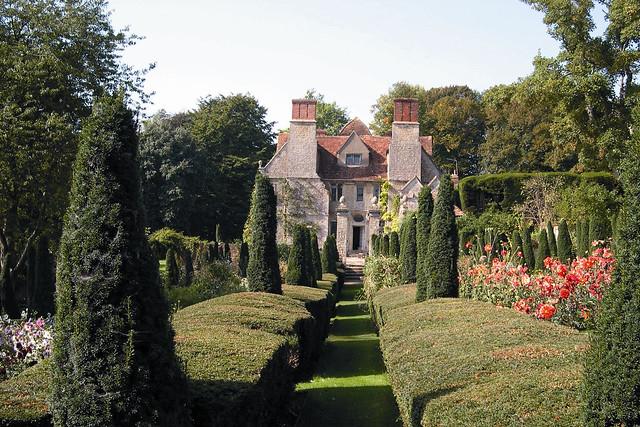 Garsington Manor © Garsington Opera. photography by Vernon Cassin