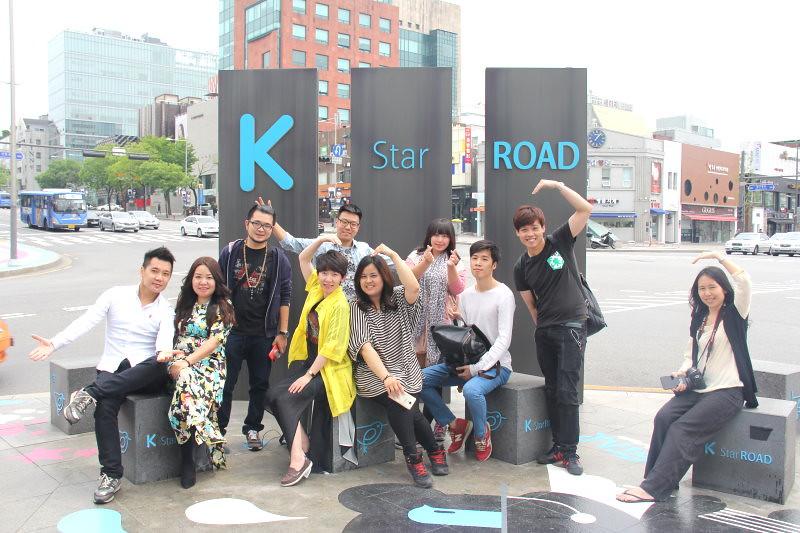 【江南K-Star路】韓流 K-Star Road / SM、FNC、JYP藝人+ 眾星到場開幕 + Galleria百貨名品館美食地下街 케이스타로드 @GINA環球旅行生活|不會韓文也可以去韓國 🇹🇼