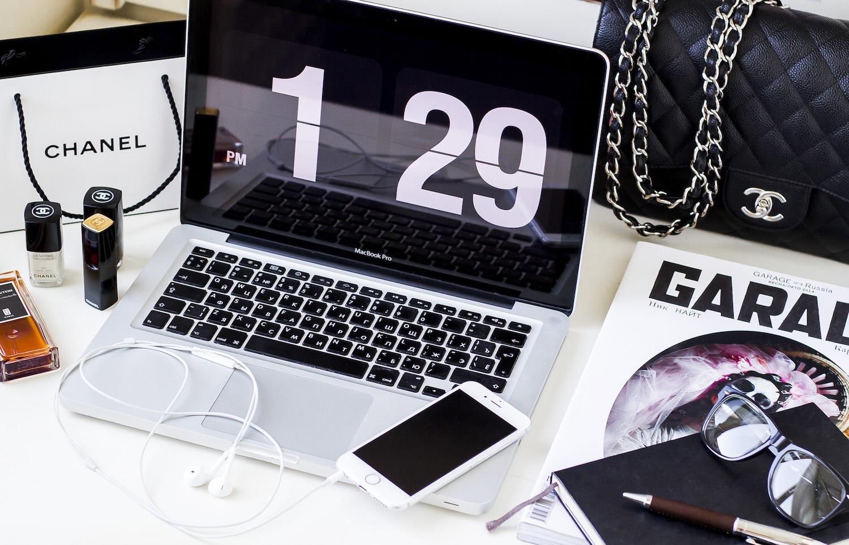 Enn Franco Says fashion blog, Blog Tips, 5 tips to improve your blog, Desk situation, Chanel beauty, Minimalist