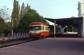 02.05.92 Loches  XR 8395 and X 4430