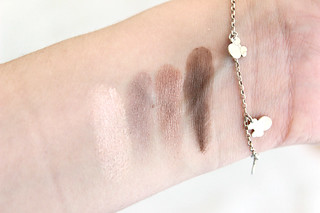 Swatch Maybelline The Nudes Neutral Quad