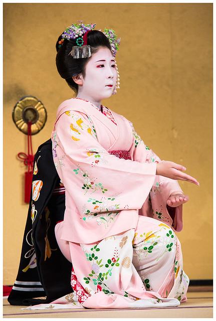 Maiko Mameharu in Gion corner