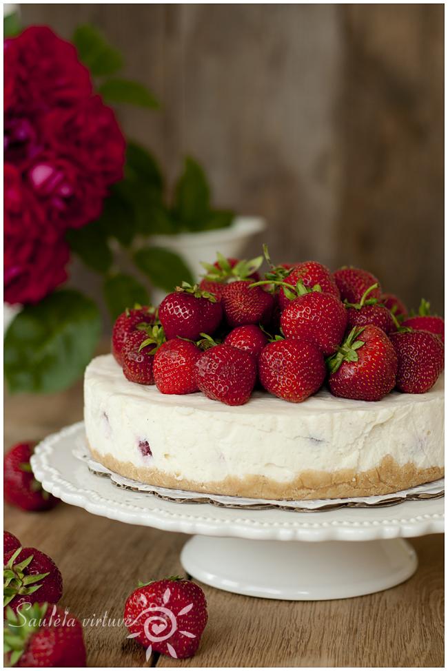 Nekeptas sūrio tortas su braškėmis (2)