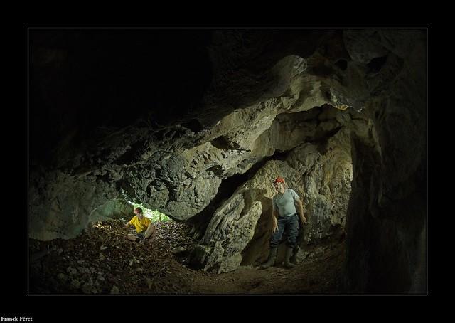Double portrait a l'entrée de la Grotte du Sapenet - Amathay Vésigneux