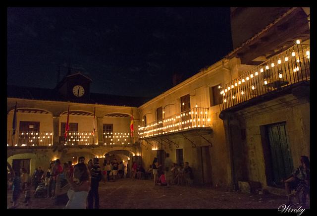 Plaza con velas